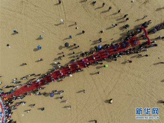 (新华网)(2)沙漠集体婚礼