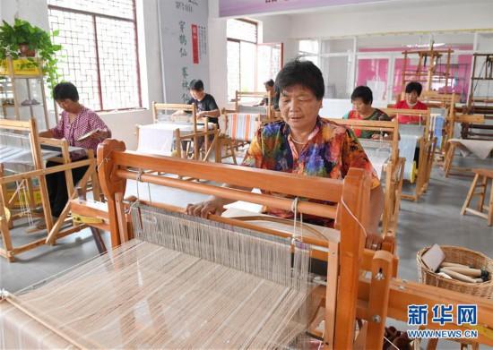 (社会)(1)河北巨鹿:手织布助推农村妇女脱贫