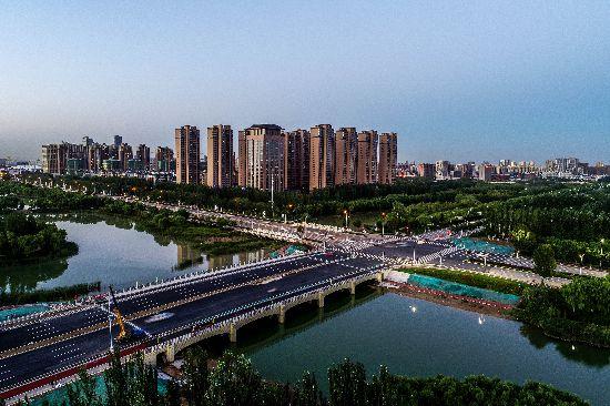 银川宝湖路跨艾依河大桥建成通车