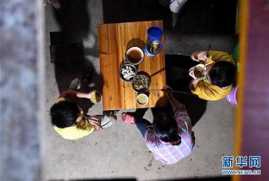 #(图片故事)(7)大山深处,爱心照亮贫困女孩求学路