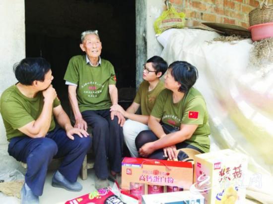 宿迁泗洪铁血老兵忆峥嵘 爱心志愿者们送关怀