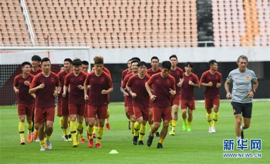 (体育)(1)足球――国足集结广州备战