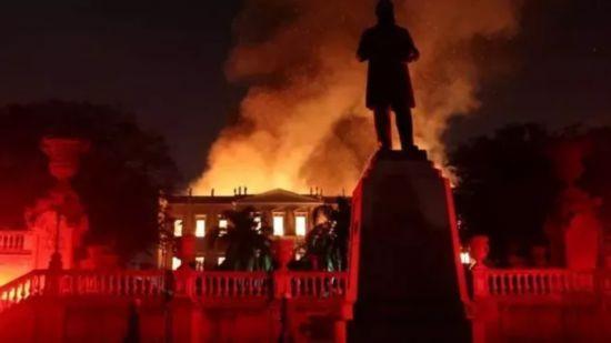 巴西国家博物馆大火2000多万件藏品仅10%幸存令人痛心--文化--人民网