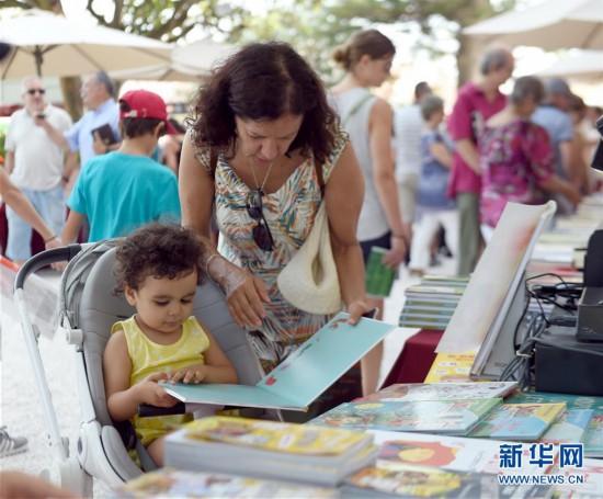 葡萄牙总统府花园举办书市