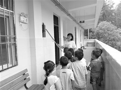 四川农村小学教师的开学第一课