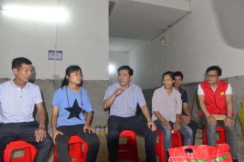 博白县县长罗培球走访慰问贫困大学生
