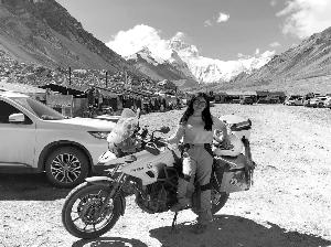 骑摩托上珠峰大本营 宿迁95后美女圆了西藏梦