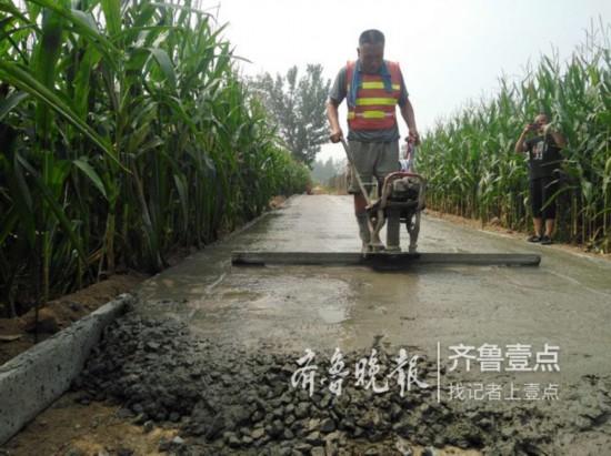 """山东菏泽将建立制度化、常态化的公路""""路长制"""""""