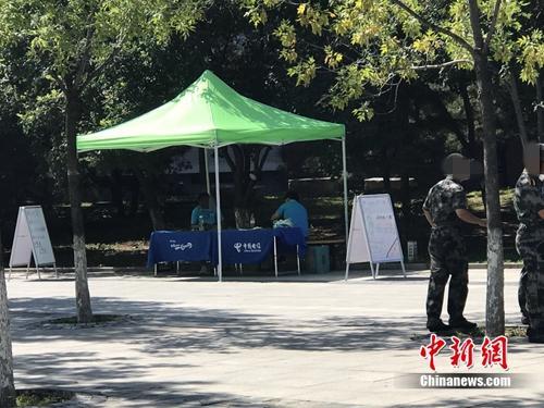 中国电信违规营销业务:校园内摆摊售手机卡