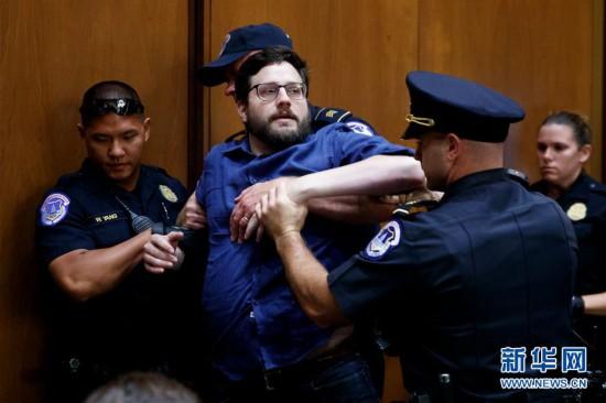 (XHDW)(1)美国国会在抗议声中举行大法官听证会