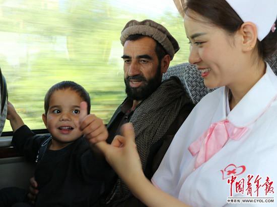 """阿富汗儿童的补""""心""""之旅"""