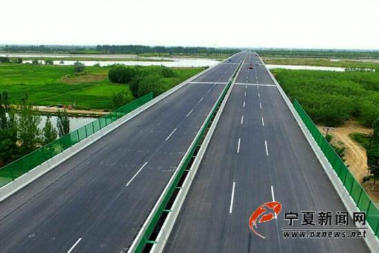 新建成的叶盛黄河公路大桥.jpg