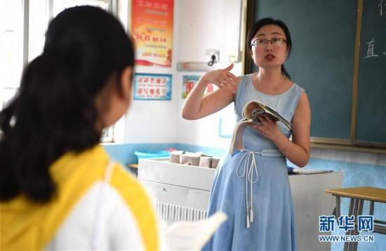 """(图片故事)(2)一名""""80后""""女教师的乡村坚守"""