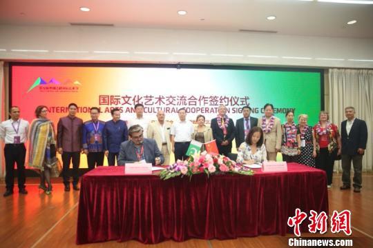签署合作协议。陕西省文化厅供图
