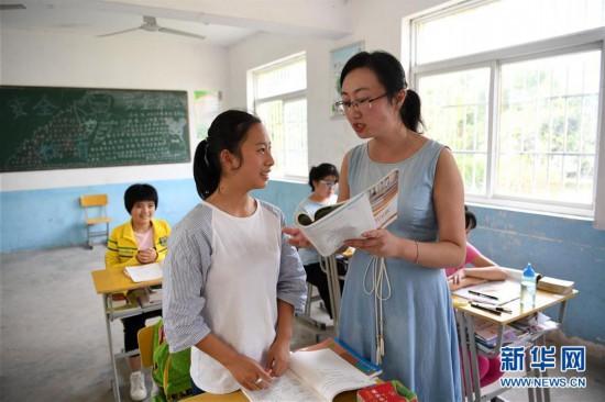 """(图片故事)(3)一名""""80后""""女教师的乡村坚守"""
