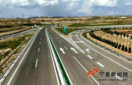 新建成的同海高速公路关桥互通立交.jpg