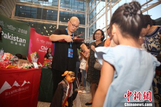 9国艺术家齐聚《一路同心》首场演出暨世界非遗展西安开幕