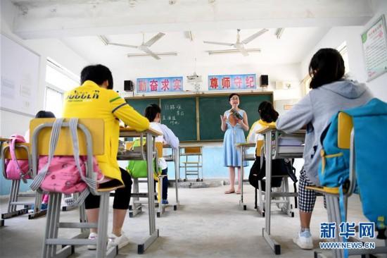 """(图片故事)(1)一名""""80后""""女教师的乡村坚守"""