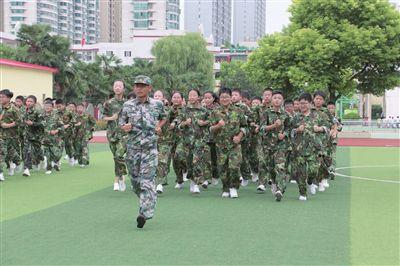 """南通海安实验小学进行""""我是小小兵""""体验活动"""