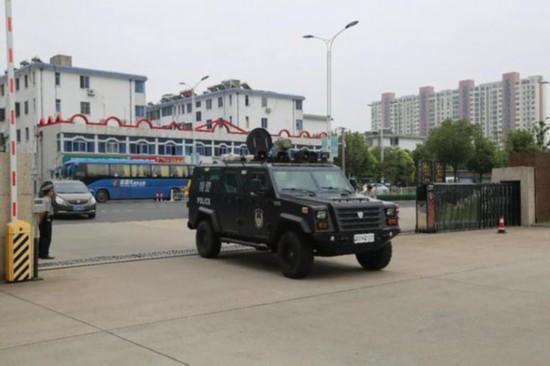 南通海安破获电信诈骗团伙 千里押解26名嫌犯
