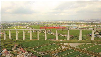 沪通长江大桥南引桥全面贯通