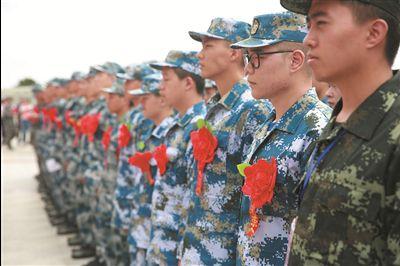南通1980名新兵奔赴军营 大学生新兵比例超80%