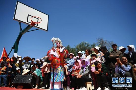 (文化)(1)甘肃静宁:贫困村里的快乐文化舞台