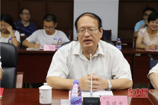 全国中国特色社会主义政治经济学研究中心(福建师范大学)主任、原校长李建平发言.jpg