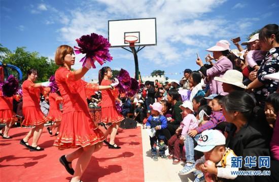 (文化)(2)甘肃静宁:贫困村里的快乐文化舞台