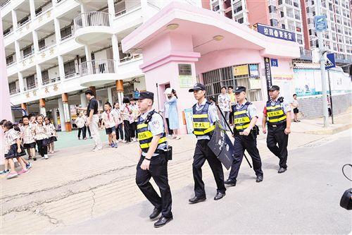 """南寧警方啟動社會治安巡邏防控新機制為""""兩會""""護航"""