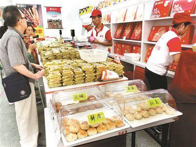 北京稻喷喷鼻村推出明厨操作月饼今年流行现烤现卖恩施市中心