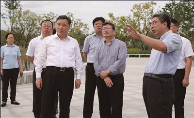 江苏省纪委书记蒋卓庆在南通调研