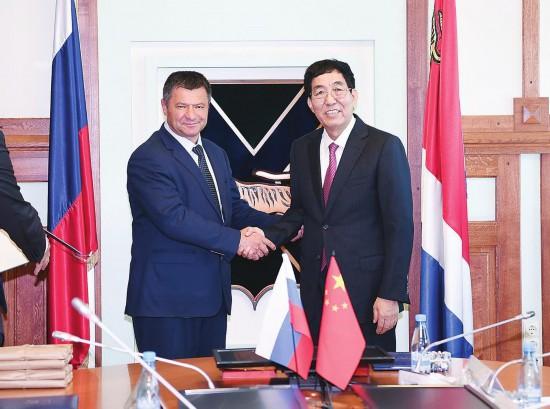巴音朝鲁会见俄罗斯滨海边疆区代理州长塔拉先科