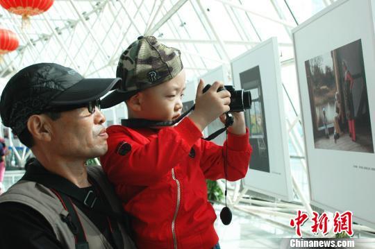 第四届中俄国际摄影展现场 张江 摄