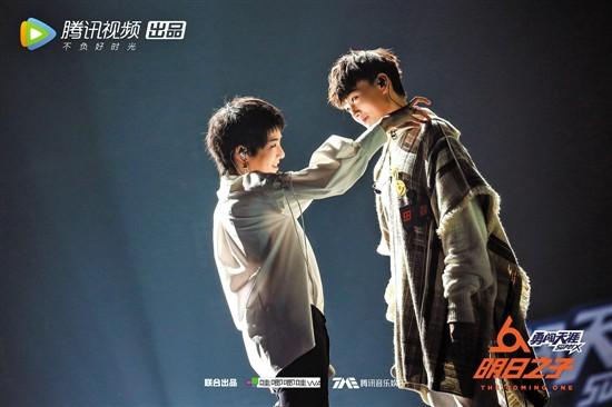 """《明日之子》第二季收官吴青峰惊艳助唱获网友盛赞:""""青峰的嗓子被天使吻过吧"""