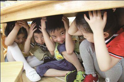 9月18日常州幼儿园孩子进行防空疏散演练