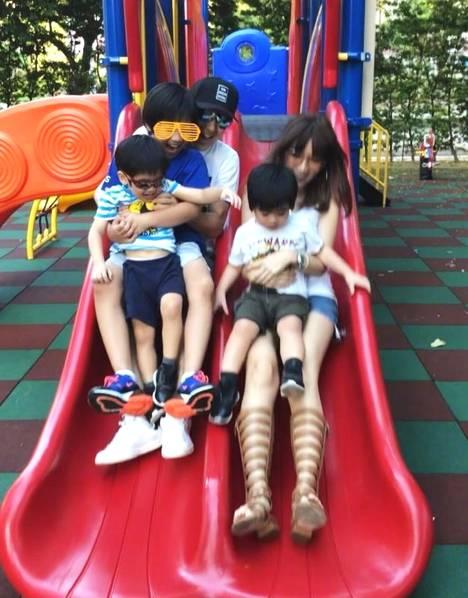 林志穎一家五口公園游玩 嬌妻陳若儀長腿搶鏡