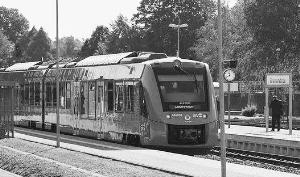 世界首辆氢动力列车开跑唯一的排放物是蒸汽和水