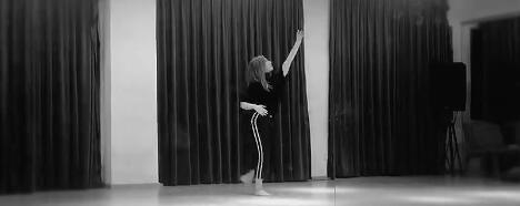 孟美岐慶祝粉絲破800萬 暖心發福利晒跳舞視頻