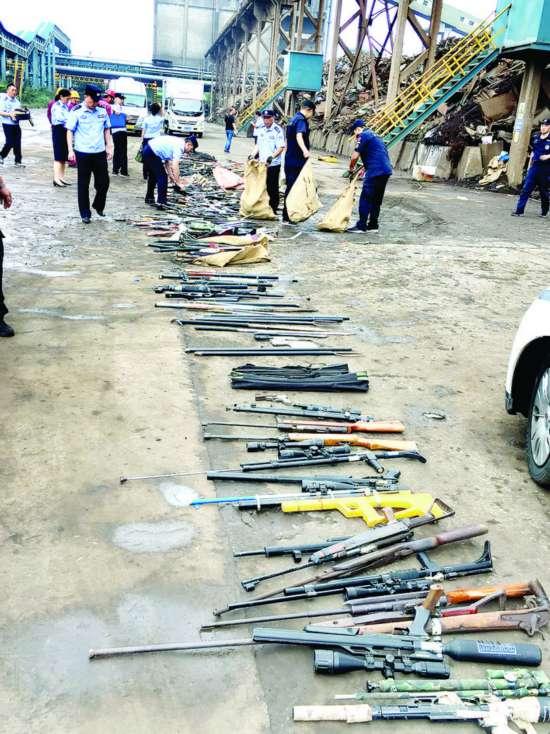 淮安警方集中销毁千余支(件)枪支管制器具