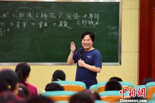 作家叶开携新作《写作课》与桂林中学生畅谈写作