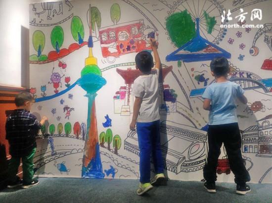 """""""你好,天真""""天津市第三届少儿创意美术作品展开幕图片"""
