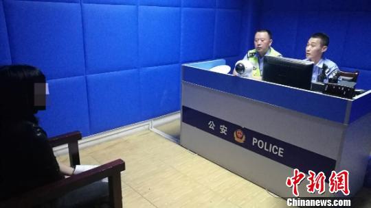 女子被贴罚单发辱骂视频被拘中秋节在拘留所度过