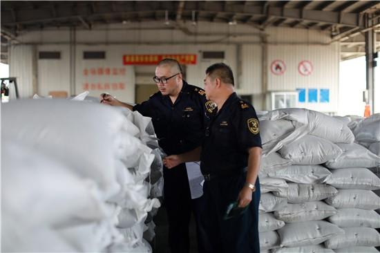 1.016吨固体废物颗粒混装闯关 厦门海关依法截获
