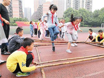 重庆九龙坡的娃娃可在校免费上活动课