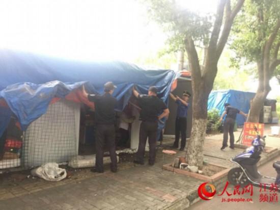 南京六合一疏导摊点变身棋牌室被依法拆除