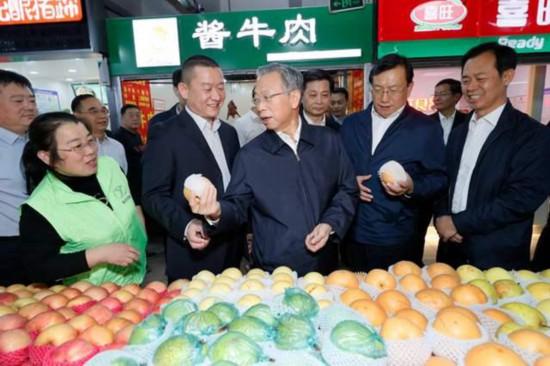 刘家义到济南调研节日市场
