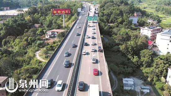 国庆首日泉州高速公路车流创新高无人机首次执勤