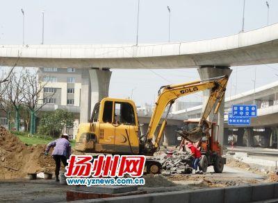 揚州:成千上萬建設者放棄休息 用汗水為城市添彩