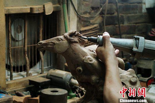 台湾写真:台湾雕马大师林正发的三重艺术境界
